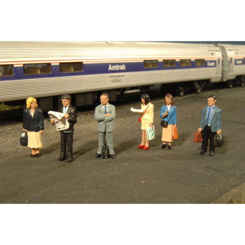 HO Standing Platform Passengers