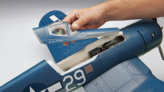 Tower Hobbies F4U Corsair Brushless Rx-R - magnetic hatch